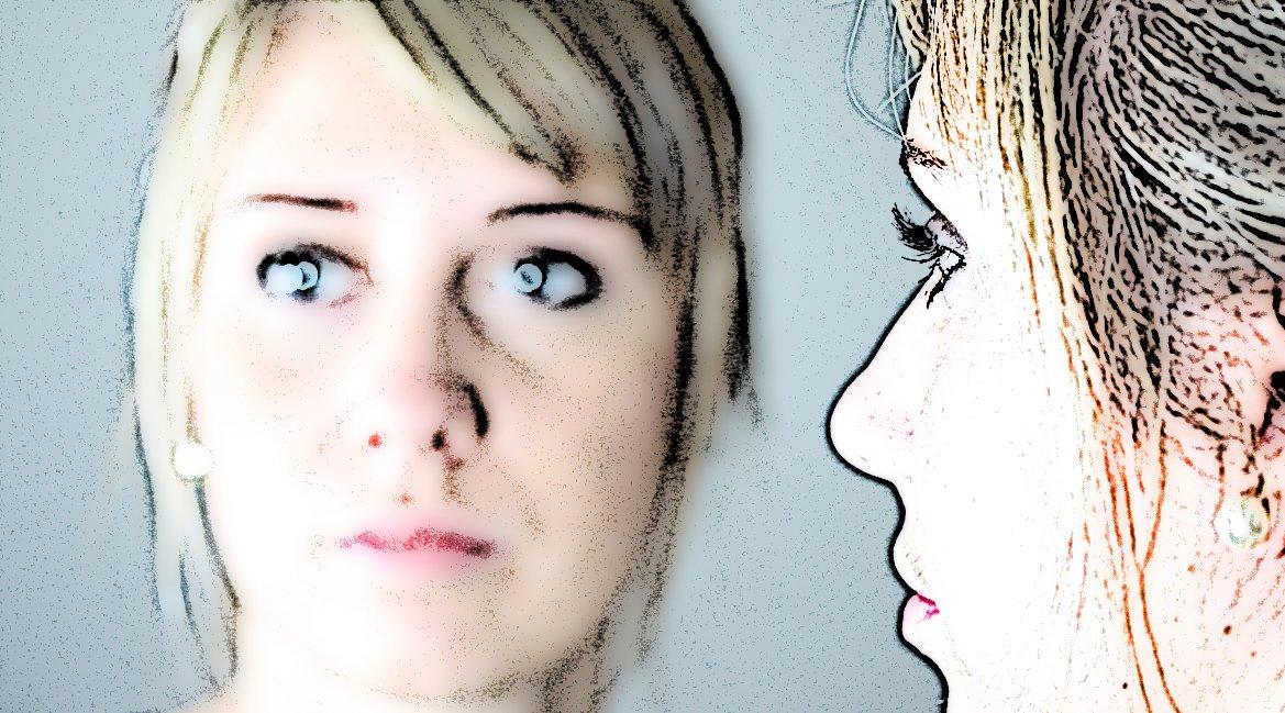 Bild einer Frau vor einem Spiegel