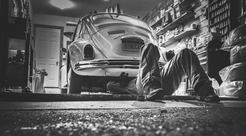 Bild eines VW Käfers in der Werkstatt