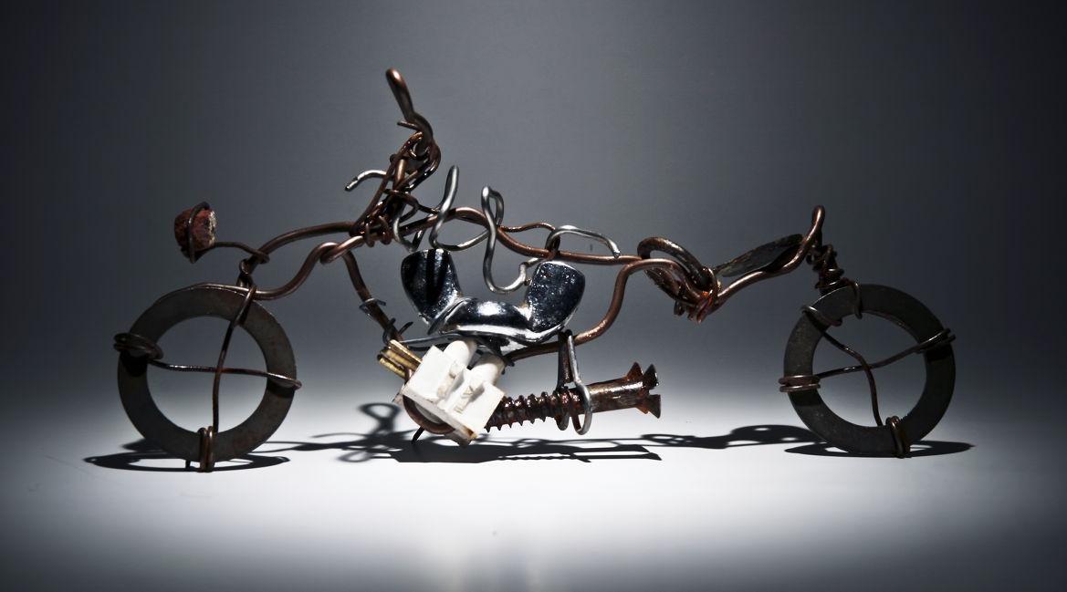 Bild eines Motorrads aus Metallteilen