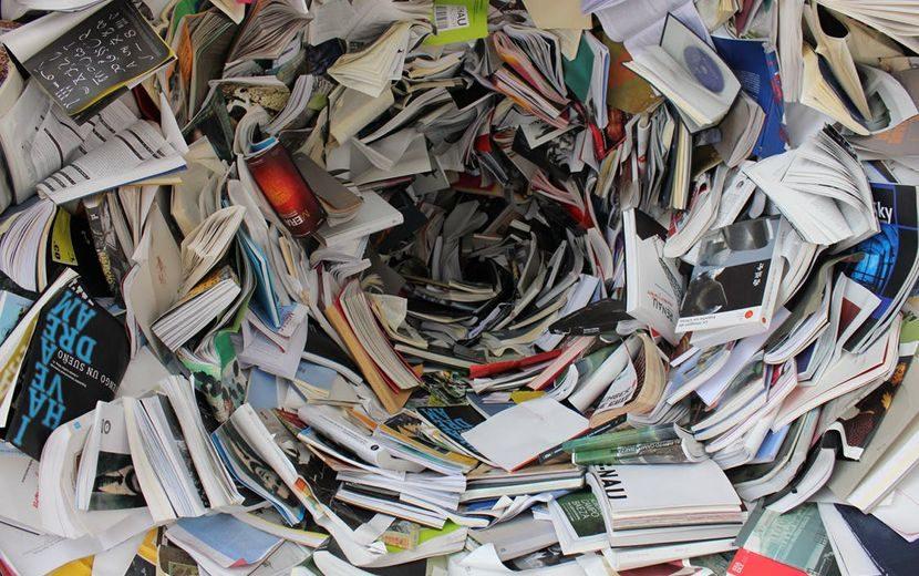Bild weggeworfenen Papiers
